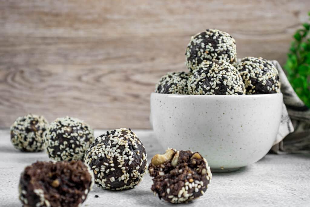 healthy-chocolate-bliss-ball-snacks