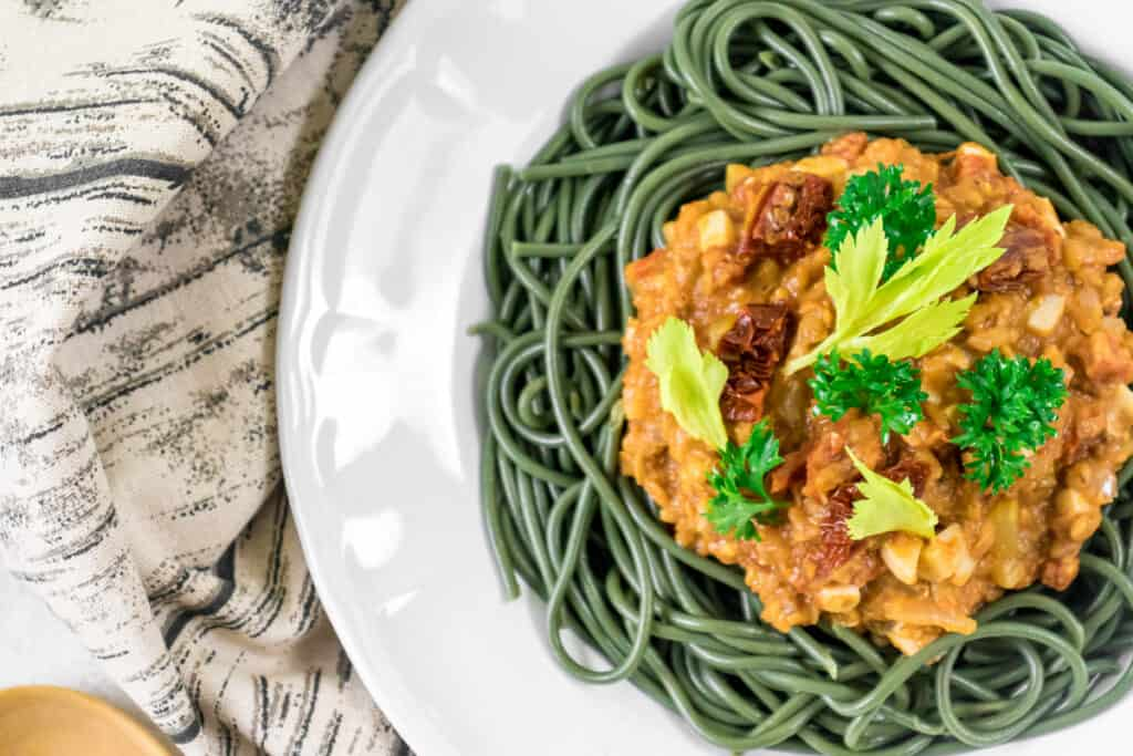 lentil-bolognese-with-green-spaghetti-in-a-bowl