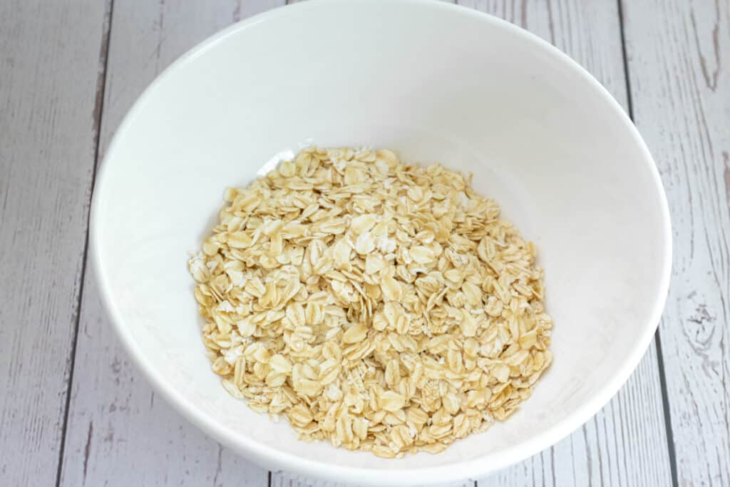 oats-in-a-mixing-bowl-ready-to-make-Bircher
