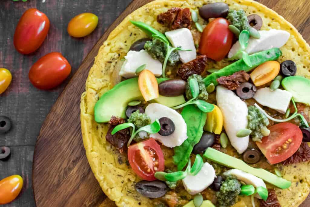 chickpea-flatbread-pizza-served