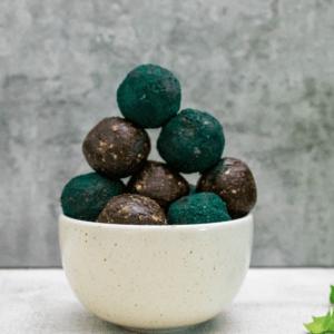 spirulina-energy-balls-sweet-energy-snacks