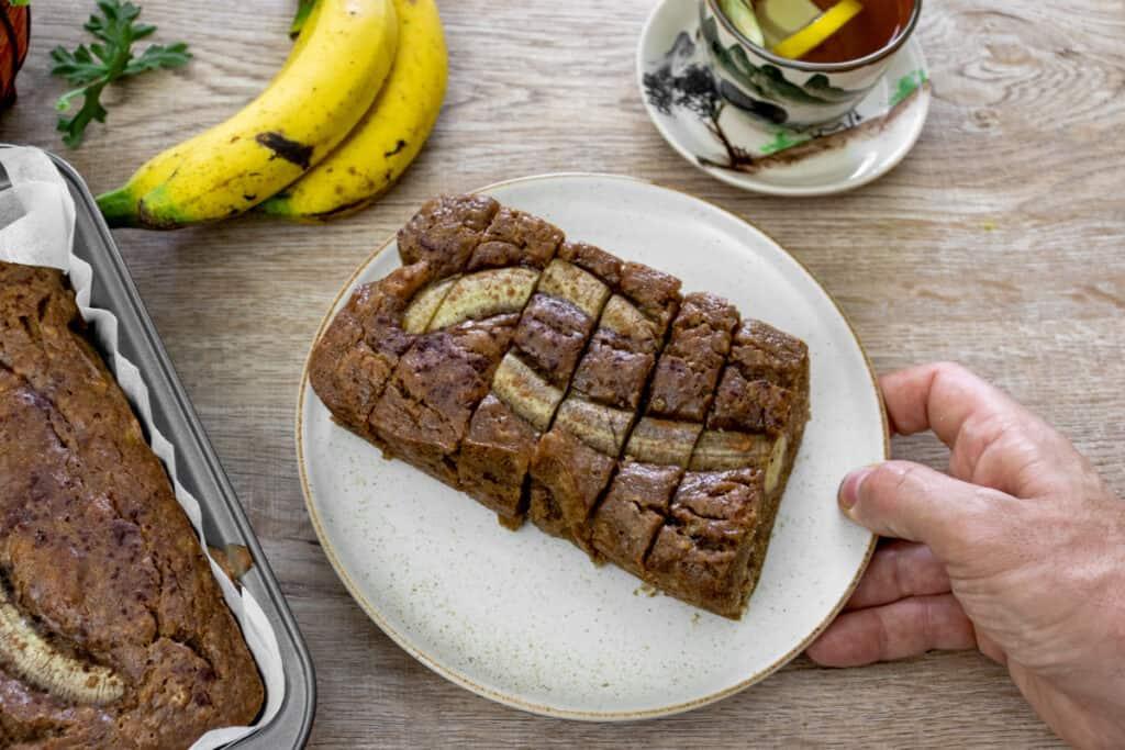 sliced-banana-bread-ready-to-eat