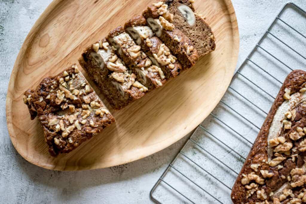 sliced-banana-bread-with-walnuts