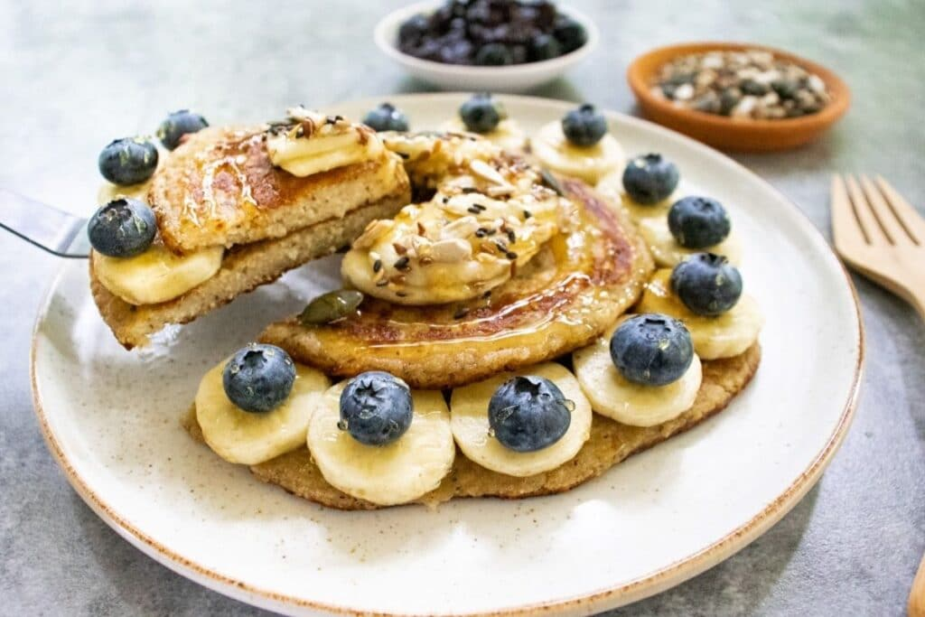 serving-a-healthy-slice-of-pancakes-with-banana-and-bleuberries