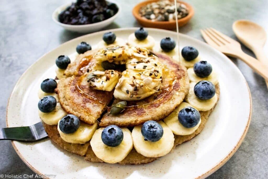 serving-healthy-breakfast-pancakes