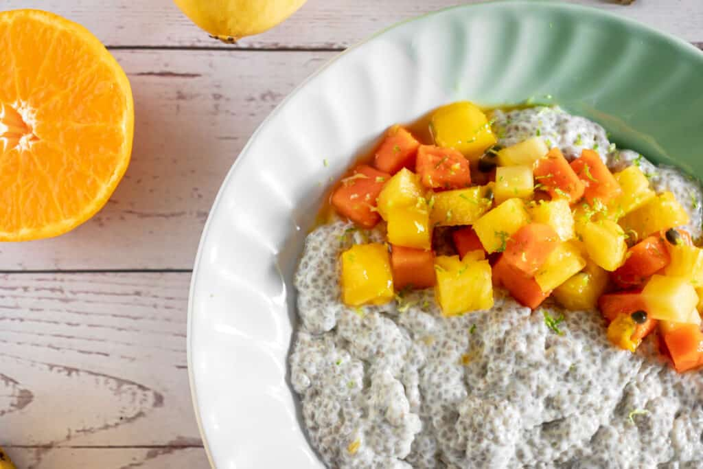 coconut-chia-puding-with-tropical-fruits-in-a-bowl