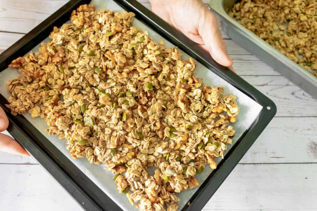 vegan-granola-before-baking