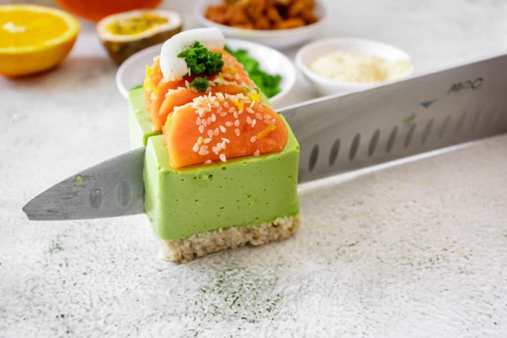 slicing-a-mini-vegan-wolffia-cheesecake