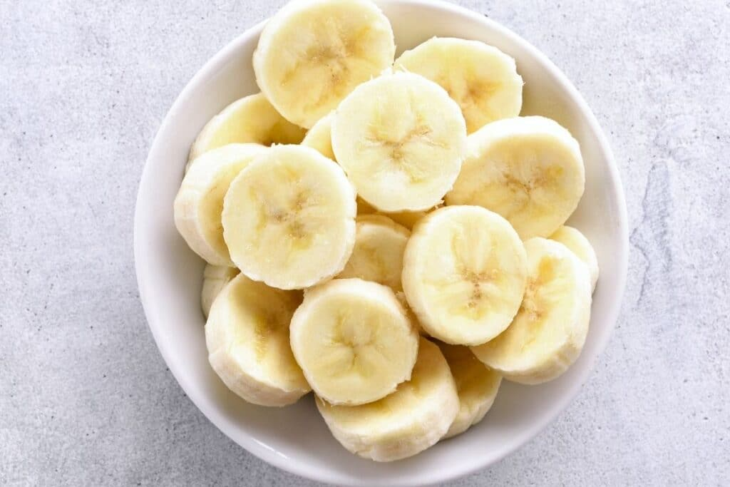 fresh-sliced-banana-in-a-bowl