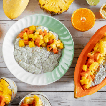 coconut-chia-seed-pudding-served-with-tropical-fruits