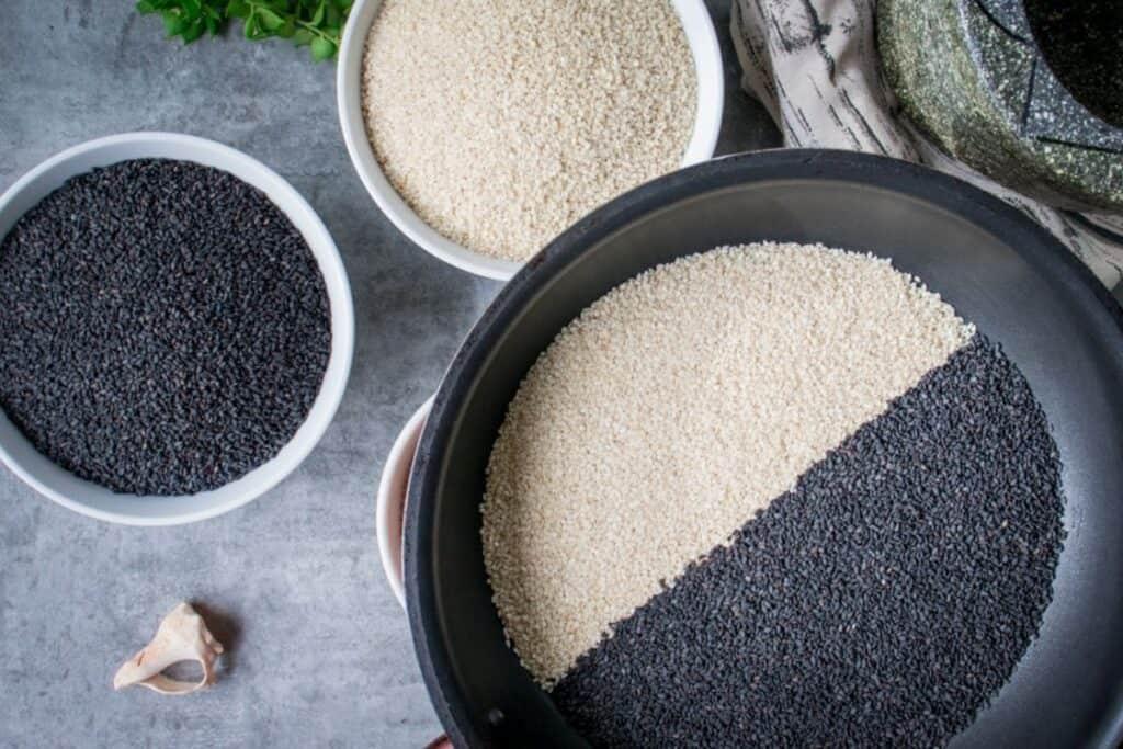 gomashio-seasoning-black-and-white-sesaem-seeds