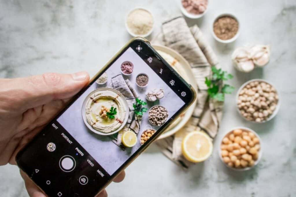 hummus-picture-on-a-smartphone