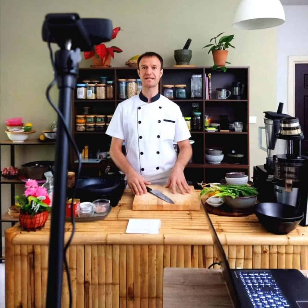 jamie-teaching-a-virtual-cooking-class