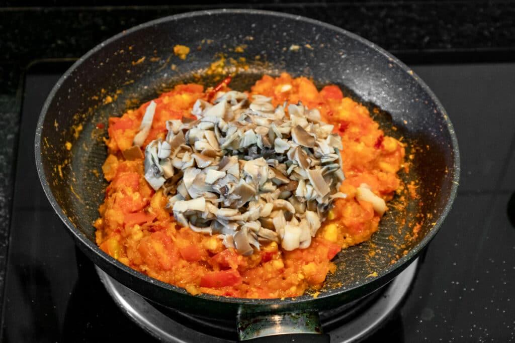 adding-cooked-mushrooms-to-nam-prik-ong