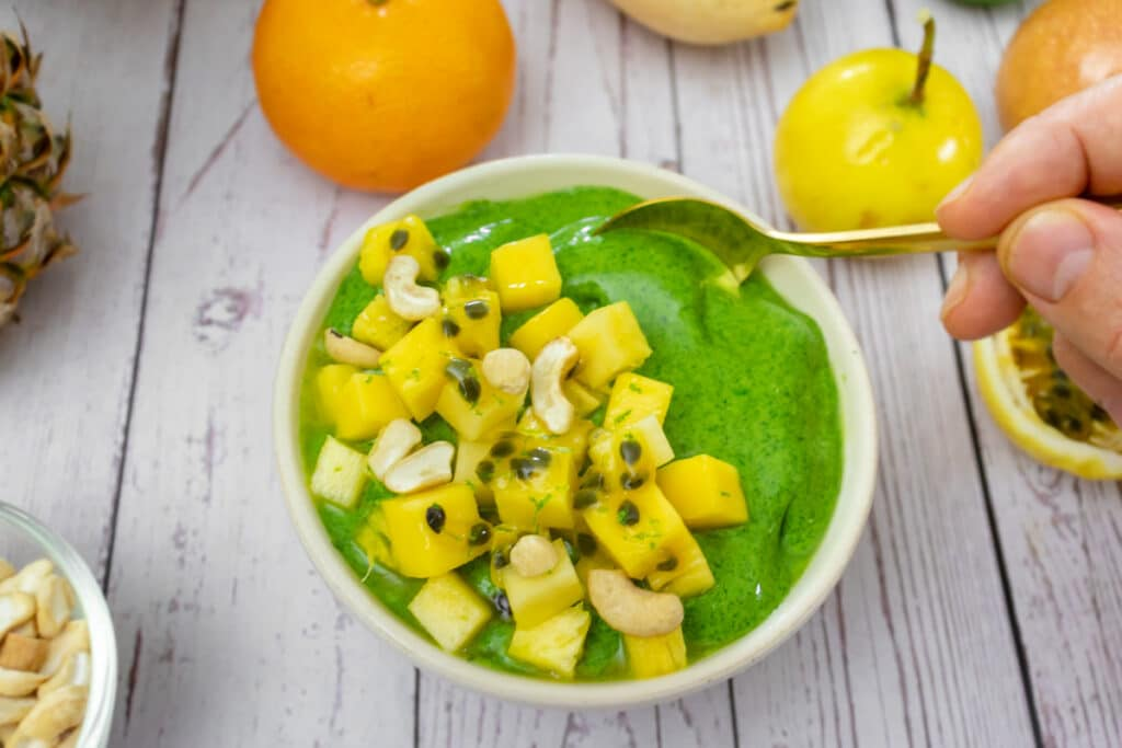 serving-the-protein-smoothie-bowl
