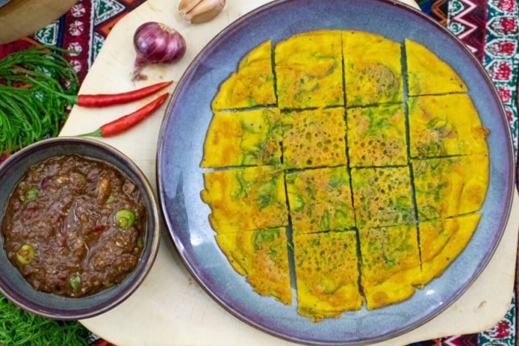 nam-prik-kapi-with-vegan-omelet